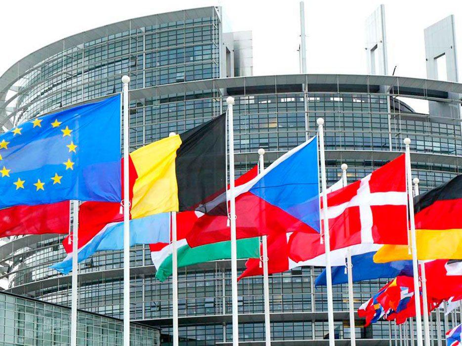 Banderas países miembros de la UE Bruselas